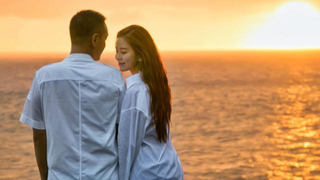 汤臣一品老板公布恋情 和对方相差10岁 网友: 新女友也是网红脸