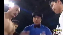 武僧一龙在韩国被全场狂嘘,发怒差点打死韩拳王,观众直接哭了!