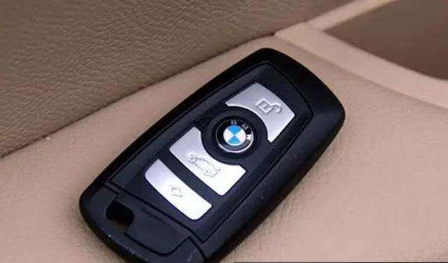 宝马车遥控钥匙怎么换电池 怎么更换宝马刀锋钥匙外壳图片