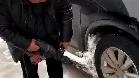 冒大雪开CRV去岳父家,用电钻给车除雪真要逼我换车啊