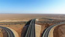 世界上穿越沙漠最长的高速公路,穿越930公里无人沙漠区