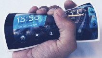 再也不担心屏幕破碎了,这手机的屏幕可以随便弯曲,折叠