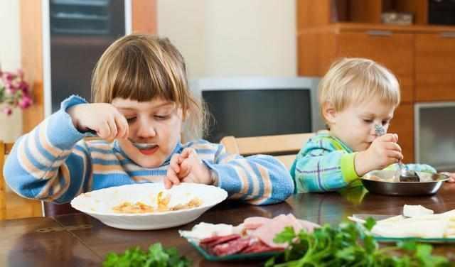 幼儿园老师教你: 怎样让孩子乖乖吃饭