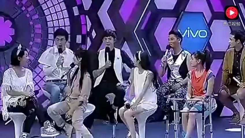 原来在拍《楚乔传》之前,邓伦就和赵丽颖认识,还在节目里公主抱
