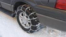 下雪天路滑,车轮胎加个防滑链靠谱吗?看完就清楚了,别被坑了