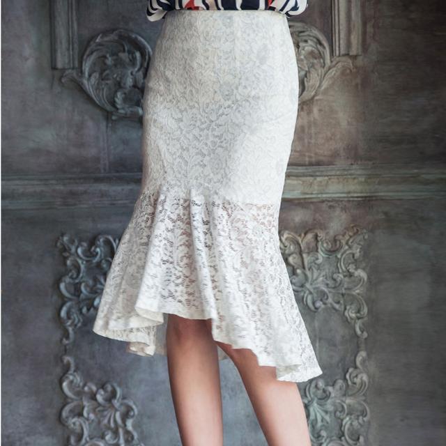 镂空半身裙_今年这种镂空半身裙火了, 搭配针织衫更美了