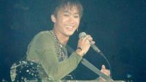 黄家驹《光辉岁月》,用最真实的声音唱出的大爱歌曲,百听不厌