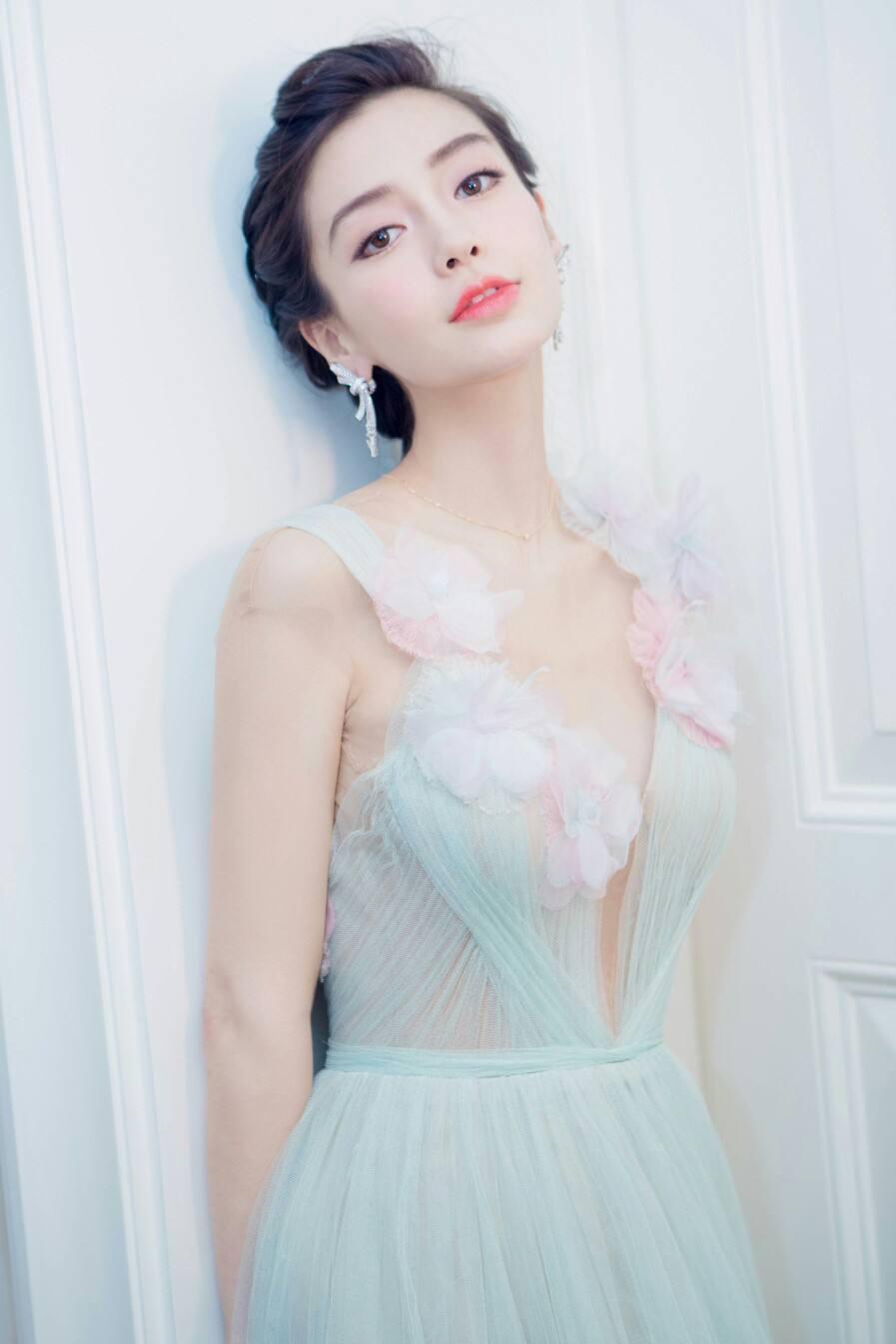 杨颖回归 跑男 宣传与郑凯合照, 引发微博闹剧, 都是粉丝的错