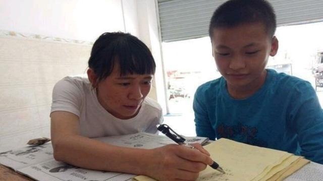 """小学生做作业被打叉, 家长不服质问老师 """"1 2+6 8 8""""有错吗"""
