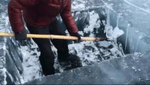 冬季来北方冰钓吧!打个冰眼就得花费半个小时的时间