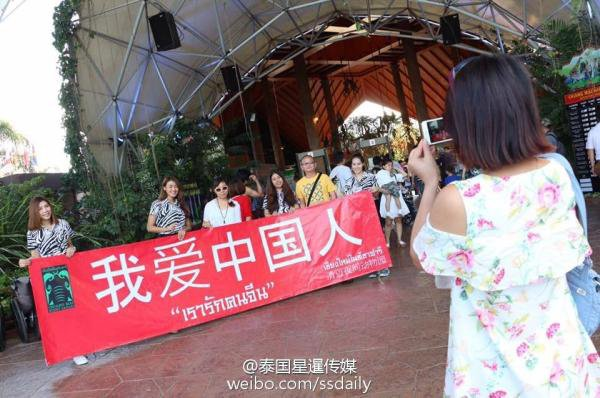 也是夜间动物园的主要客源,所以园内专门配有中文翻译,中文指示牌等.