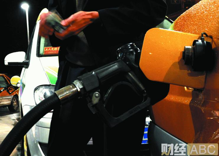 加满一箱油省13.5元! 2018年国内油价5连跌收官! 国际油价触底了?