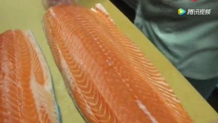 大厨完美取肉! 一条新鲜三文鱼——一项艺术品