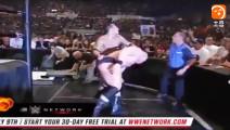 WWE 布洛克VS巨石强森双方互虐不服输, 最后大布一招被KO