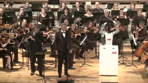 ABB机器人YuMi联袂著名男高音安德烈·波切利演绎经典歌剧