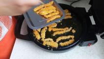 怕外面吃着不干净可以在家里试试看,这样做出的鸡柳条干净有美味
