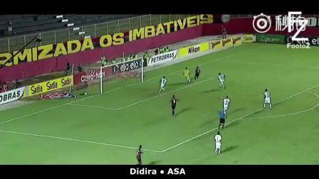 "j 2010年南非世界杯,在乌拉圭对阵加纳的1/4决赛里,乌拉圭球员苏亚雷斯""手球救主""的事迹一直被人所热议。国外视频网站用户FootoZ近日制作了一段视频,收录了绿茵场上球员手球拯救球队的精彩瞬间。"