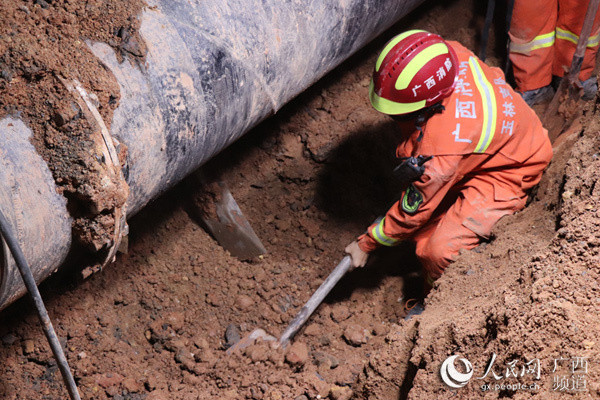 广西玉林: 管道施工现场突发坍塌事故 致一死一伤