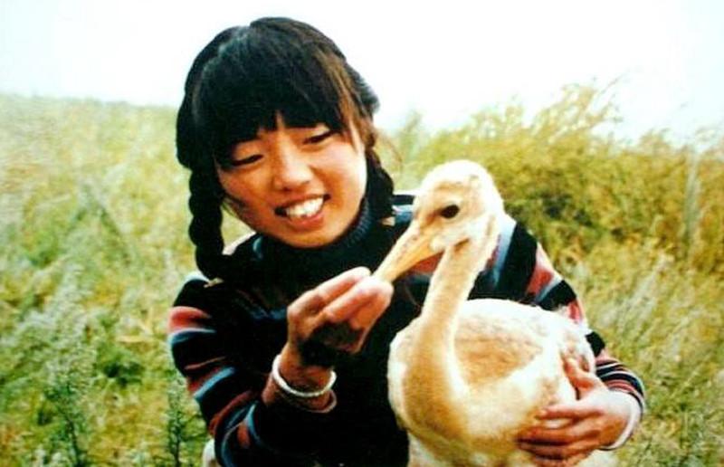 她保护丹顶鹤牺牲, 亲生弟弟接班继续保护, 27年后弟弟也牺牲
