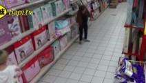 阿姨在超市好像碰到了什么东西,胆小勿看,太灵异了!