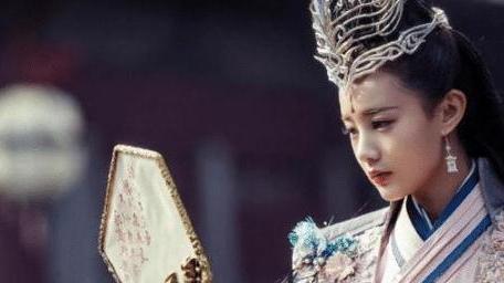 她并非科班出身,每部剧却出演女主,如此成就只因被他一眼看中!
