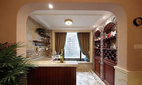 餐厅吊顶和客厅呼应,同样的处理手法,吊扇灯很实用