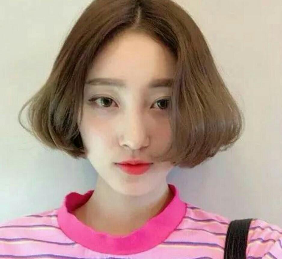 清爽男生中分短发发型图片