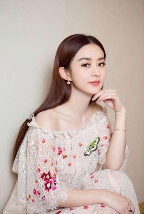 赵丽颖花仙子造型美上天, 蕾丝镂空绣花裙又将成为今年爆款!