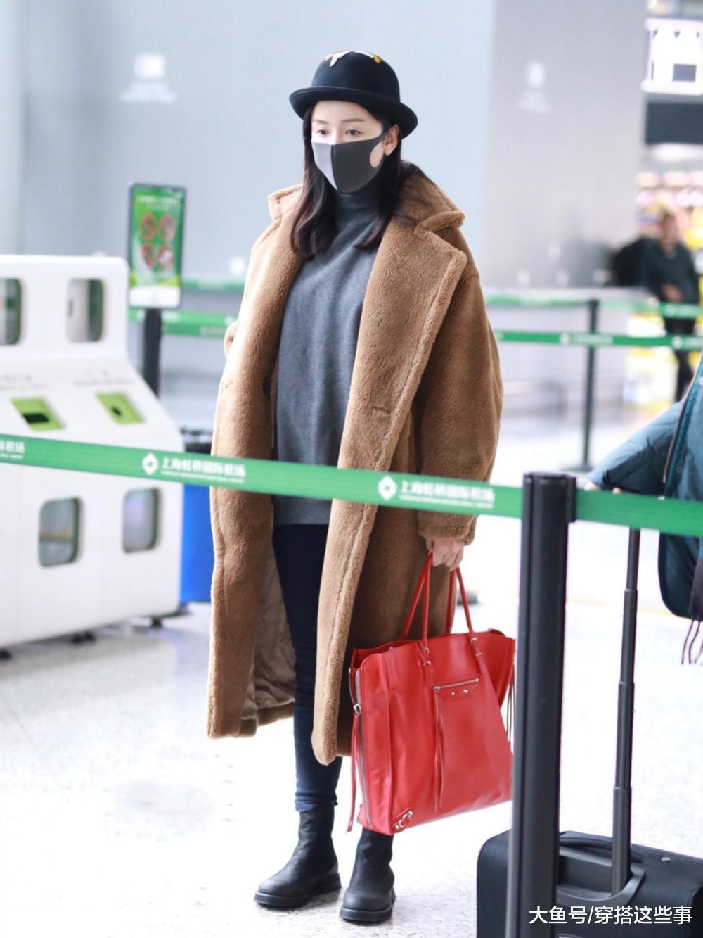 """黄圣依赶时髦, 穿""""爆款""""泰迪熊大衣走机场, 少女感爆棚!"""
