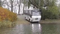 Ubo 趣闻: 国外发明专家发明水路两用公交车,实际效果感人