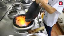 川菜厨师长教你干锅土豆片的正宗做法,好吃得停不下来