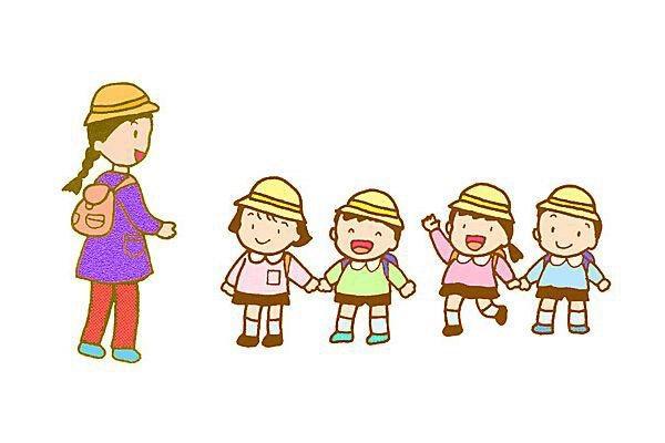 卡通幼儿喝水简笔画