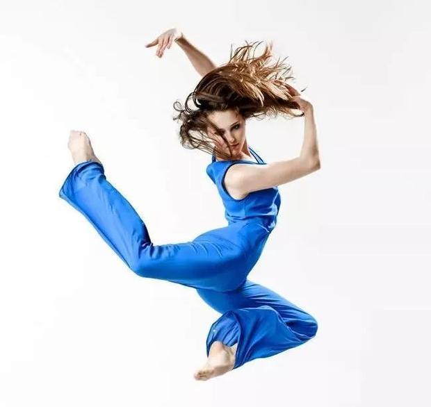 有氧运动,连续性才能的主要源是糖类而跳绳脂肪,所以,跳绳减肥方法跑步多久不是起到减脂图片