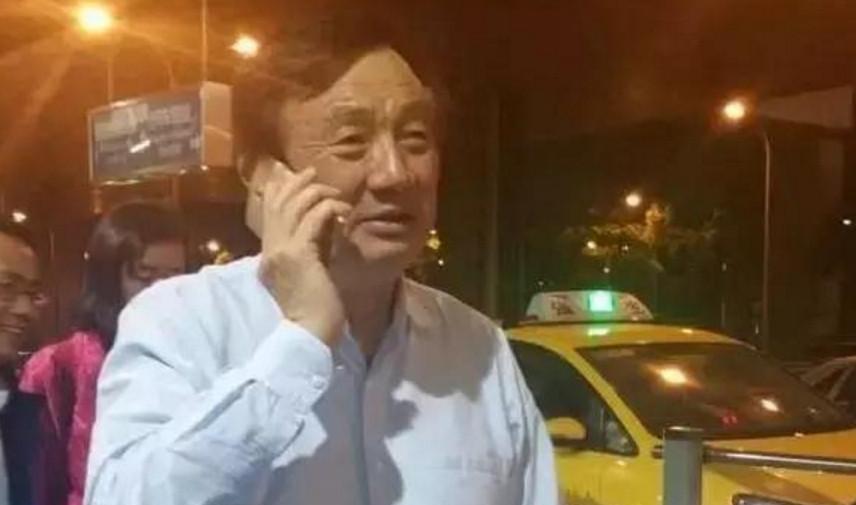 我们可以明显的看到马云的手机,任正非更是默默无闻,马爸爸用的到底是什么手机