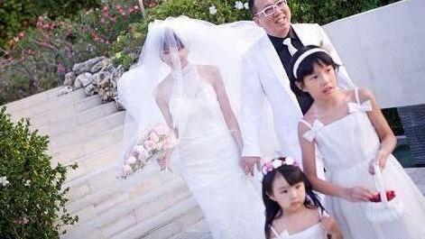 徐华凤:花7年逼走原配,上位29个月,就浑身肿瘤在丈夫怀中离世
