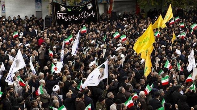 伊朗领袖称将击败敌人, 大批民众力挺 美国沙特