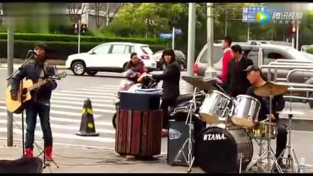 广州街边残疾流浪歌手阿龙演唱 车站 明月夜 广州图片