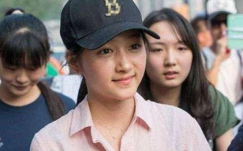 王俊凯高考穿着长袖外套, 看看明星们高考都穿什么衣服?