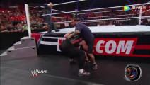 WWE野兽大布大战CM朋克,大布前面挑衅,经纪人背后偷袭!