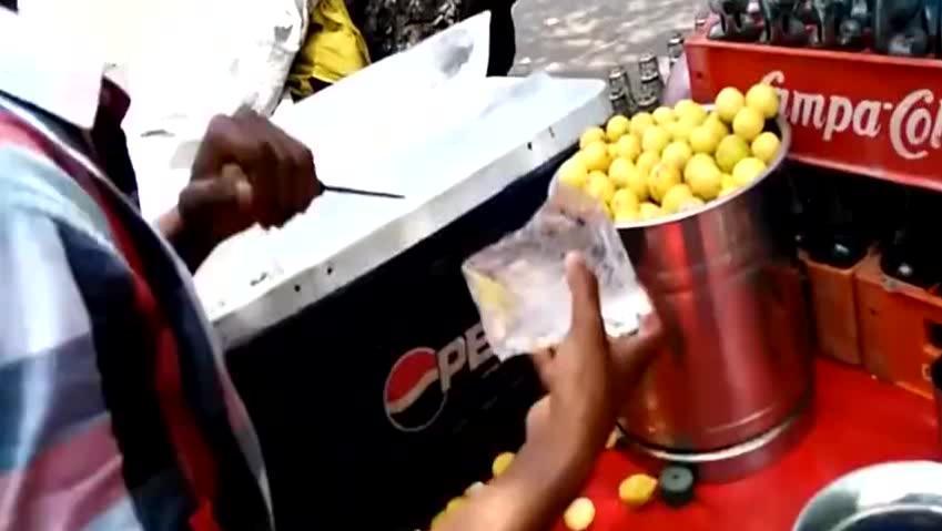 原来印度的冷饮是这么做成的,一杯半个柠檬
