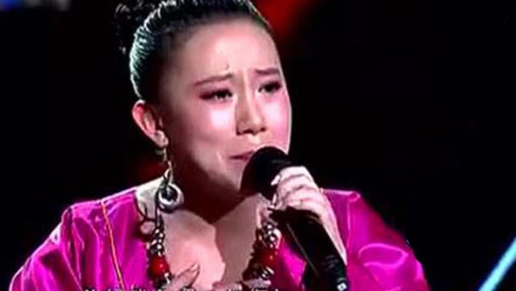 丫蛋离婚后,现场演唱《一壶老酒》都听哭了,唱到最后一句泪崩了