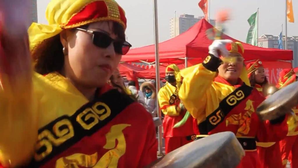 威风锣鼓: 临汾(新百汇)第三届年货节开幕式