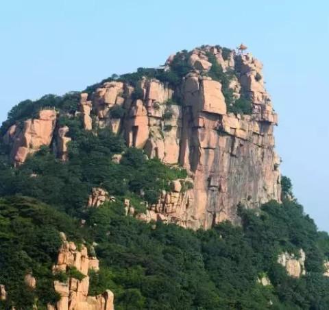 沂山风景区位于山东省潍坊市临朐县城南45公里,是沂蒙山旅游区的核心