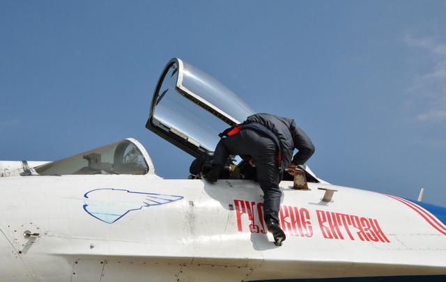 中美俄战斗机差距多大? 看看用什么梯子上飞机都能看出差距