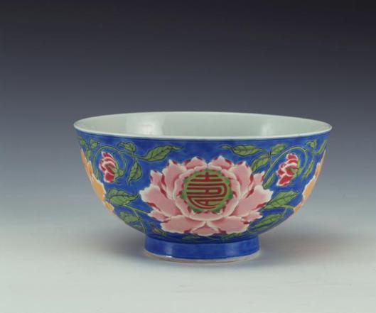 昨天上博讲坛第四期,甜白釉和洒蓝釉,命令景德镇官窑制作仿古礼器