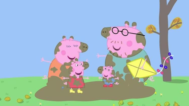 小猪佩奇: 猪爸爸摔得满身是泥,一家人蹦蹦跳跳