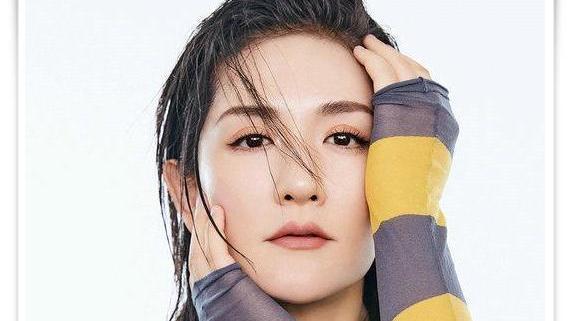 网友: 我才坚信刘烨的选择没有错  当谢娜和安娜同登杂志封面,