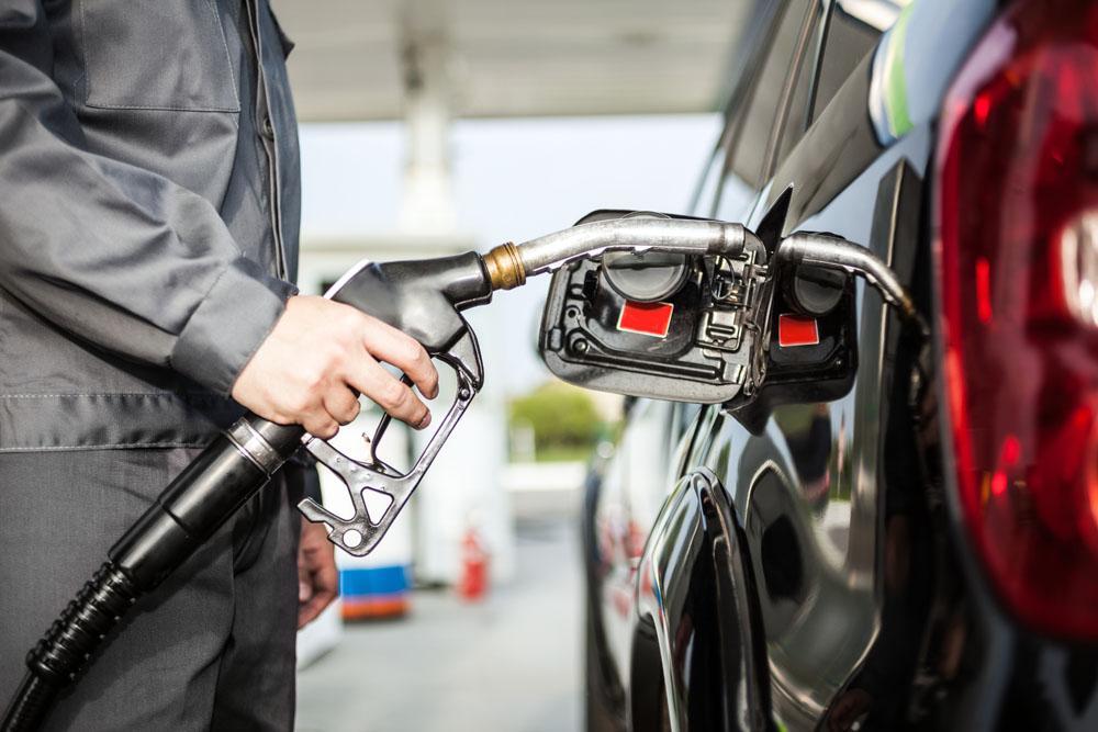 """""""8元时代""""来了! 国际油价降了, 国内成品油价为何不降反涨?"""