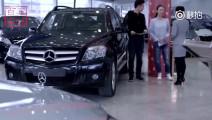 视频: 陪同富家女买车! 奔驰直接全款提车