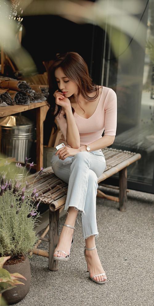 妹子巧搭不同风格的牛仔裤, 散发迷人的气质 5
